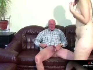 Opa fickt dicke Stiefenkelin nach der Schule