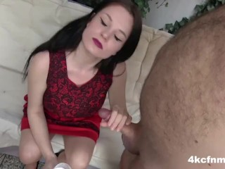 Mamie à la chatte percée se prend une grosse bite dans le cul !