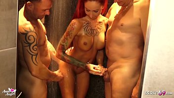Gangbang ohne Kondom in der Dusche für Teen Hure Anni Angel - German redhead