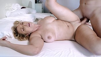 Joslyn Jane in Hot Busty Milf has Sex on Webcam