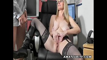 British BBW milf Jayne Storm needs to get off in pantyhose
