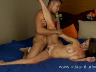 milf_mimi_moore_enjoys_the_fuck_and_gets_facial_in_the_end