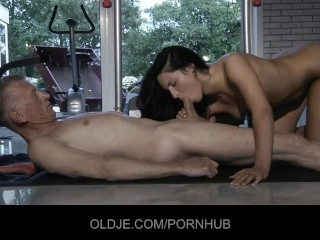 girl fucks the Old man for being meddler